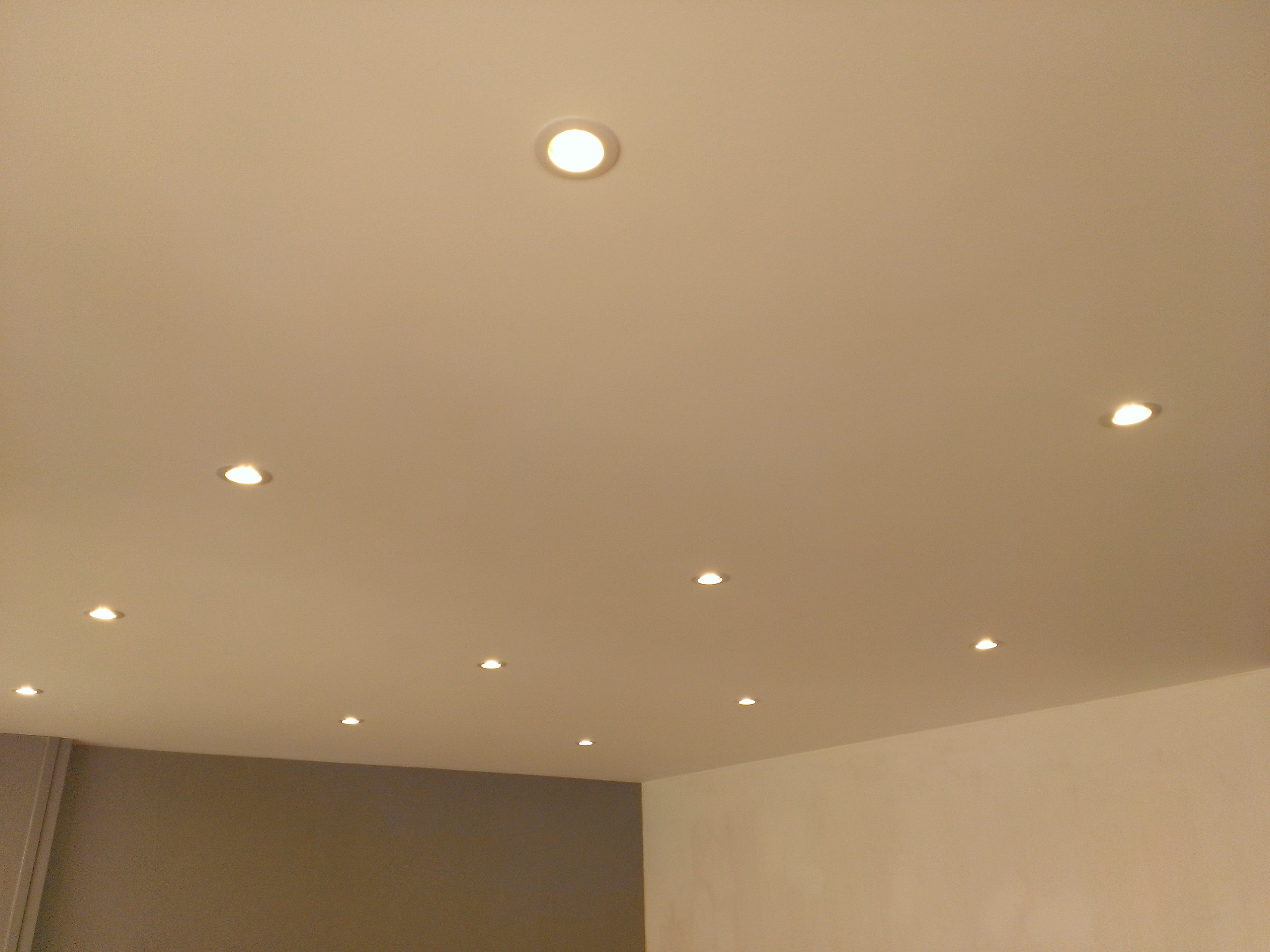 Eclairage - Comment installer des spots led au plafond ...